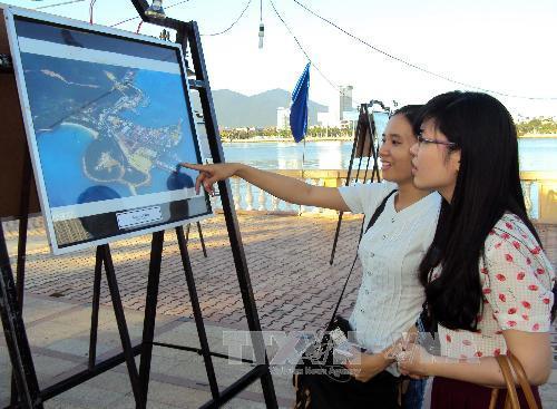 """Đà Nẵng: Khai mạc triển lãm ảnh """" Biển đảo quê hương"""""""