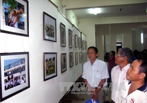 """Phú Yên: Triển lãm ảnh nghệ thuật """"Trường Sa thân yêu trong mắt tôi"""""""