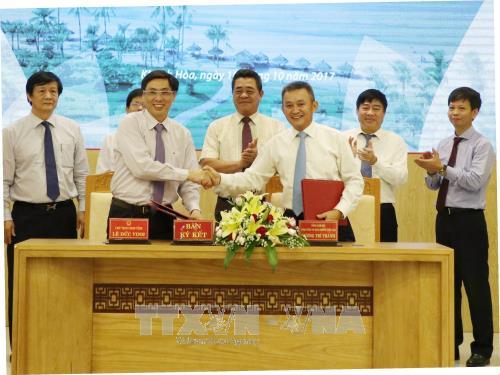 Khánh Hòa và Tổng Công ty Hàng không Việt Nam ký kết thỏa thuận hợp tác