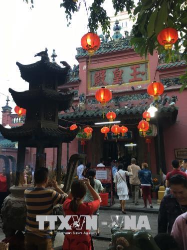 TP. Hồ Chí Minh: Đông đảo người dân đi lễ chùa trong ngày rằm tháng Giêng