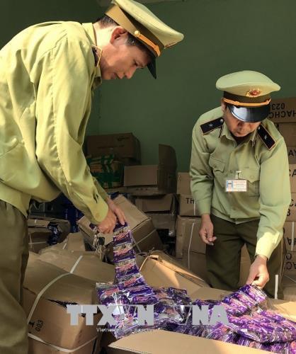 An toàn thực phẩm: Quản lý thị trường Quảng Ninh liên tiếp phát hiện 2 vụ vận chuyển thực phẩm nhập lậu