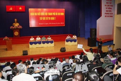 Đoàn đại biểu Quốc hội Thành phố Hồ Chí Minh tiếp xúc cử tri quận 2